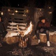 Vriend en Vuur interviewt inspirerende jongeren bij het kampvuur.
