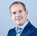 dit is een pasfoto van Jeroen Kuijlen de COO van de Staffing Group. Samen eenvoudig vooruit blijven gaan.