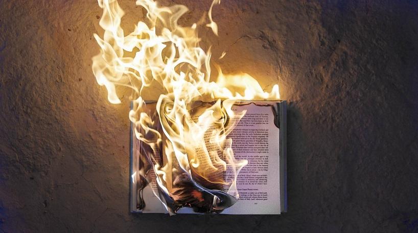 Elke keer als een mens sterft brandt een bibliotheek af