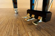 piano pedalen stock-photo-18906052-golden-piano-pedals