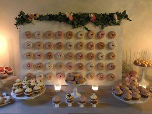 Donut wall met bloemen bovenkant